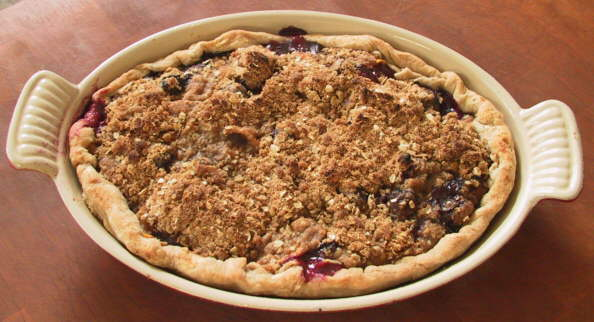 peach blueberry struesel pie